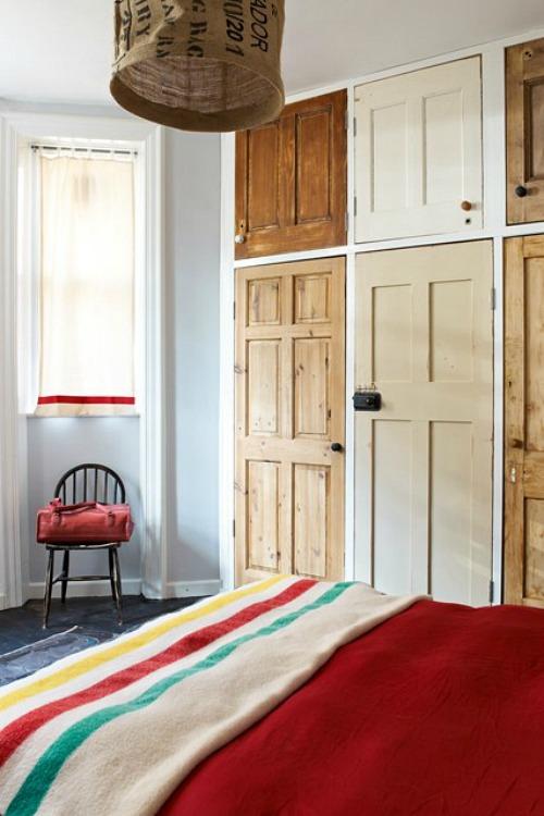 armario empotrado con puertas recicladas