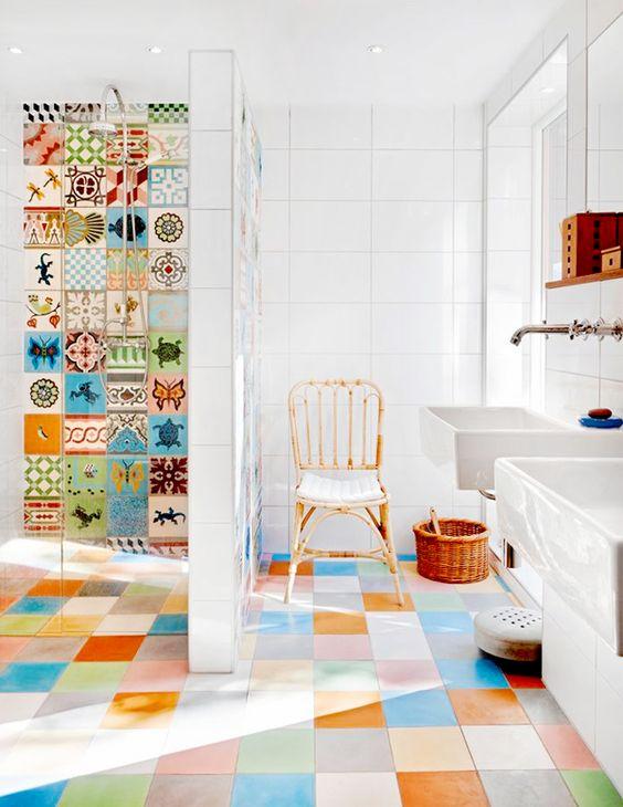 Ba os con azulejos hidr ulicos inspiraci n - Azulejos y suelos para banos ...