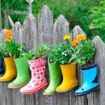 Un jardin original: reciclar botas de agua