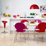 Cocinas blancas con un toque de color