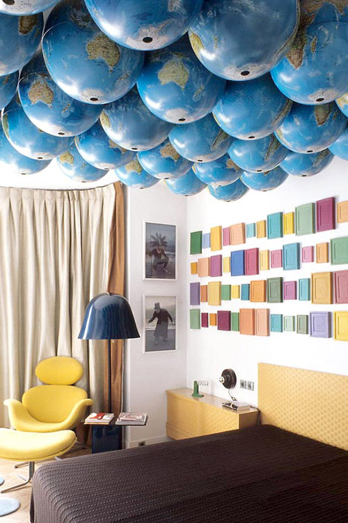 Decorar techos con globos terráqueos