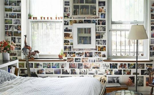 Un álbum de fotos en la pared