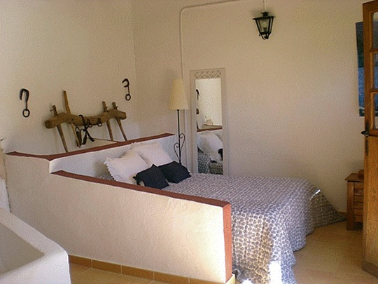 Decoraciones Rusticas Antiguas ~ Antiguo establo convertido en dormitorio