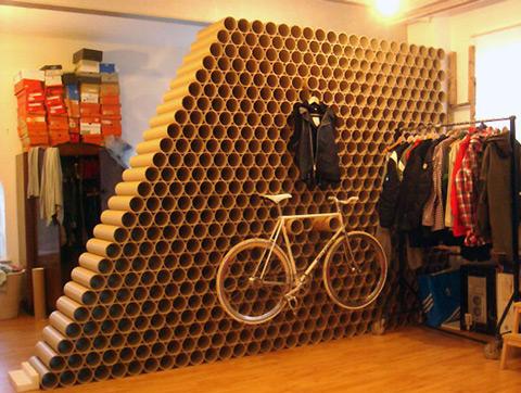 Decoración ecológica: una pared de tubos de cartón
