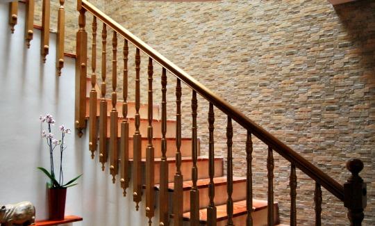 La pared de mi escalera revestida con azulejo cerámico imitación ...