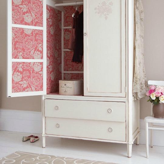 Armarios decorados con papel pintado for Como empapelar puertas