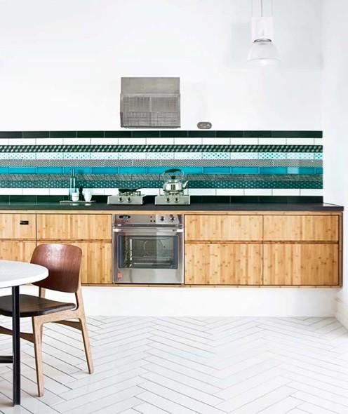 Una forma diferente de decorar con azulejos - Cocinas sin muebles altos ...