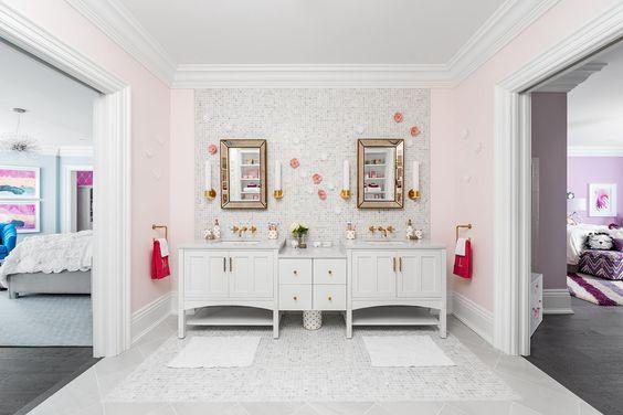Cuarto de baño compartido para dos habitaciones