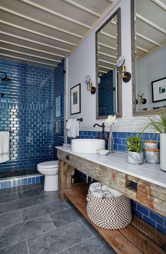 Baños alicatados a media altura