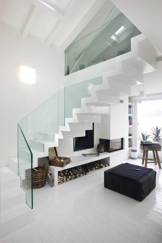 Escaleras con barandilla de cristal