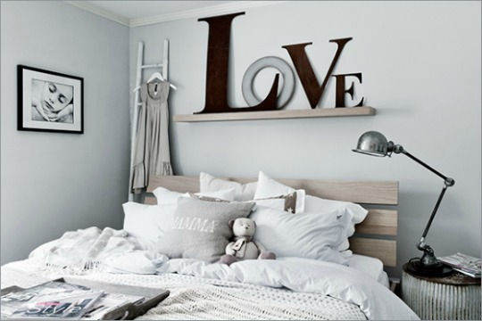 Decorar la pared del cabecero con letras for Ideas para tu hogar decoracion