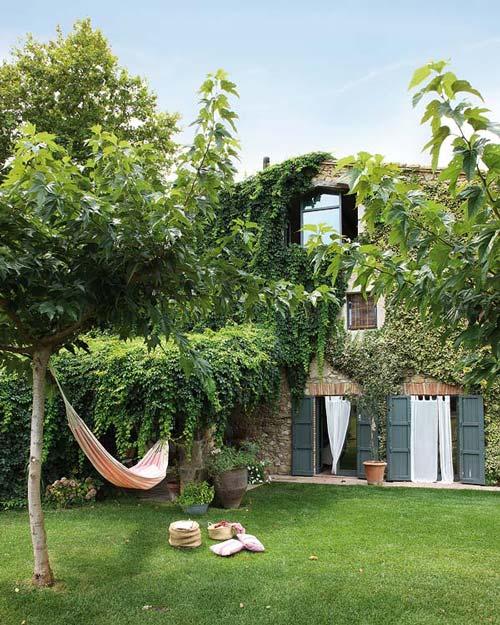 Casas de campo mas a rehabilitada for Como decorar un jardin con piscina