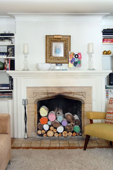 Chimeneas decoradas con troncos de colores
