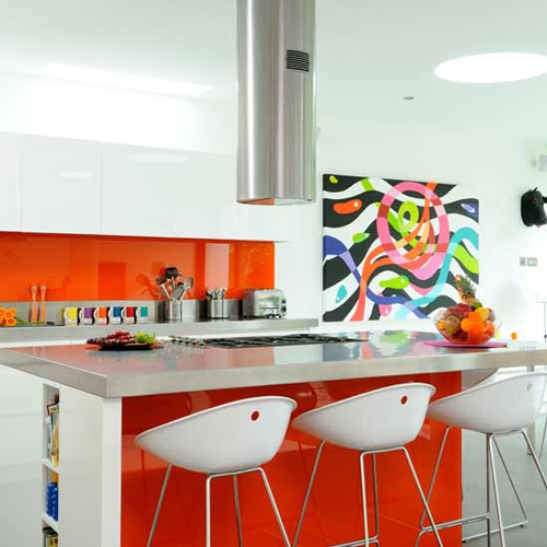Cocinas blancas con un toque de color - Muebles pop art ...