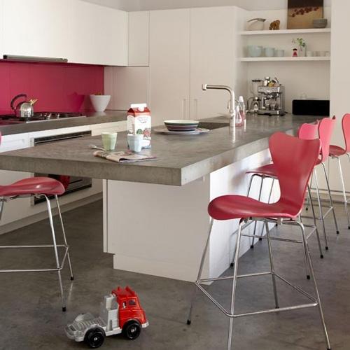 Cocinas blancas con un toque de color for Cocinas con colores vivos
