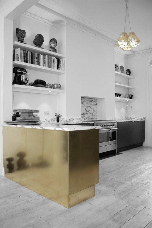 Cocinas con isla dorada