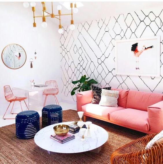 Combinar papel y pintura en el salón