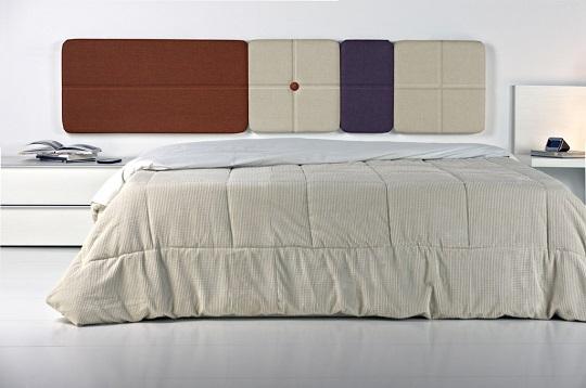 Cabecero tapizado Plus formado por diferentes piezas que se pueden redistribuir constantemente.