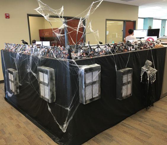16 Originales Ideas Para Decorar La Oficina En Halloween