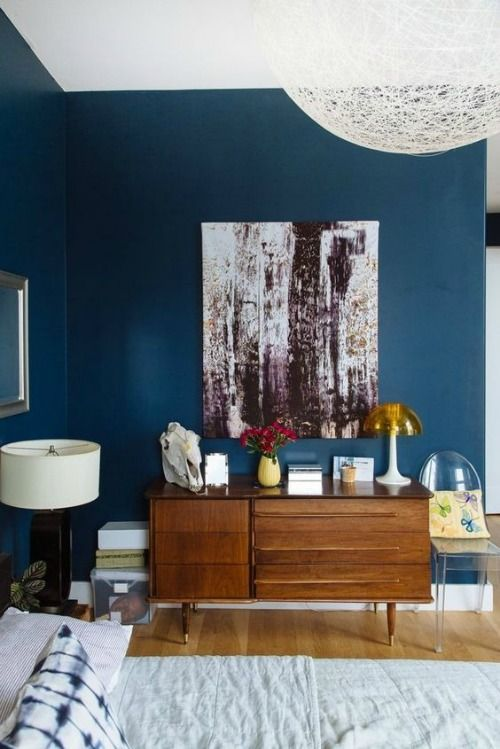 Qu poner encima de una c moda de dormitorio ideas for Farbige wandfarbe