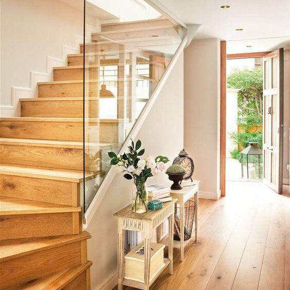 Que poner bajo las escaleras for Escalera 5 pasos afuera