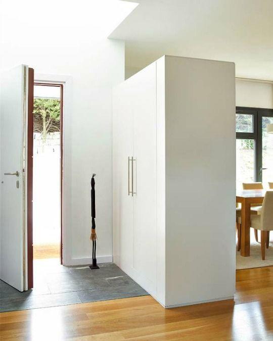 Un armario para separar ambientes