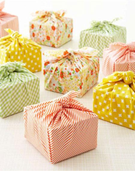 Envolver regalos con pañuelos