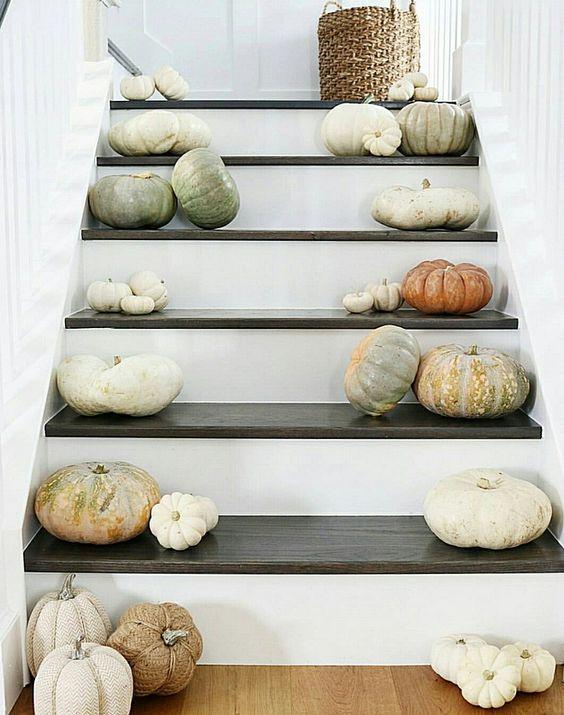 Escaleras decoradas de Halloween