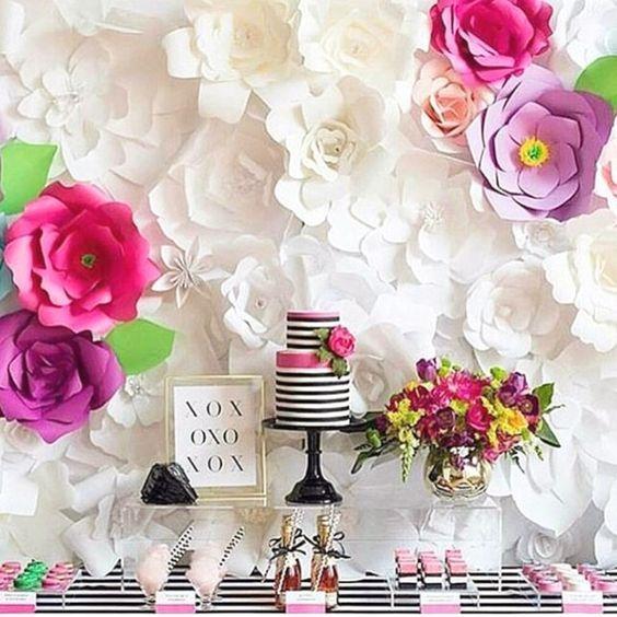 Fiestas decoradas con flores de papel