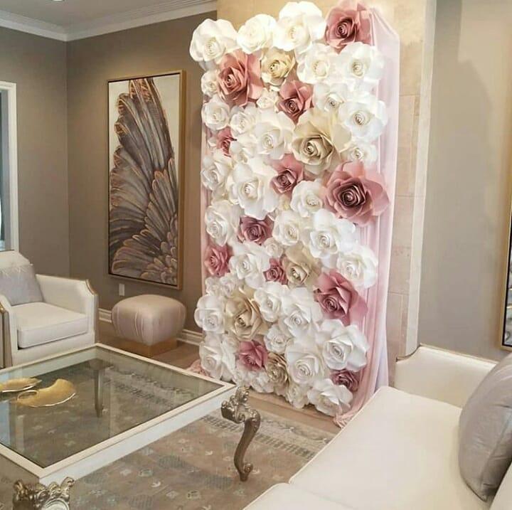 Decorar el salón con flores de papel