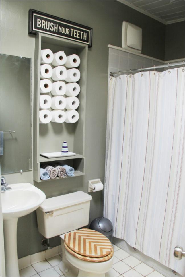 guardar el papel higiénico en el baño