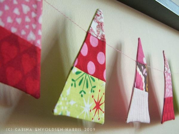 Una guirnalda navideña creativa de tela