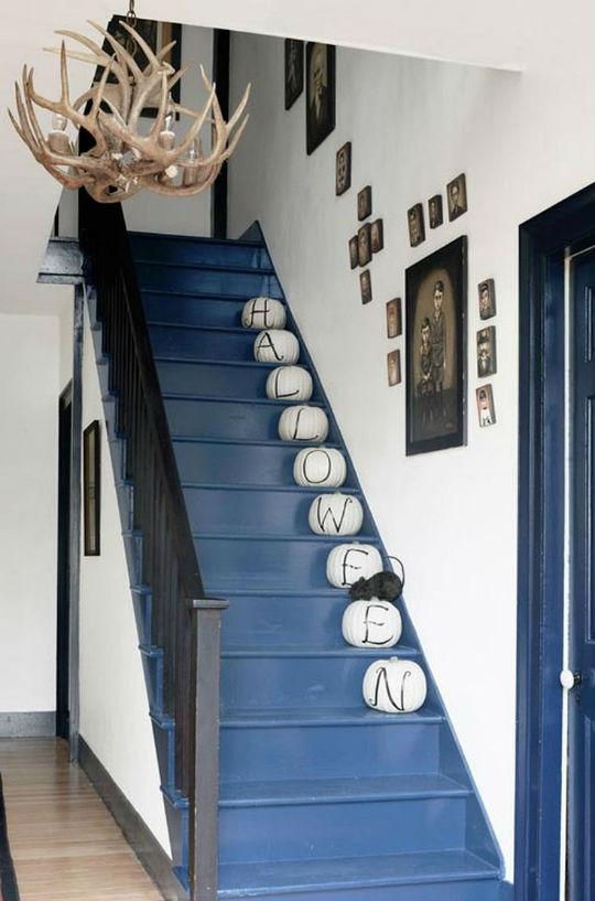 Me gusta esta idea para mi escalera, sólo veo un problema... tendré que ir a comprar calabazas con camión.