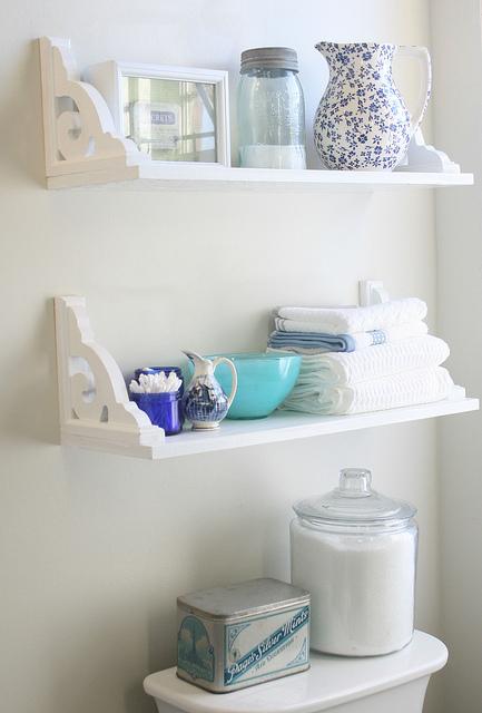 Ideas para tener un ba o organizado for Estanteria sobre wc