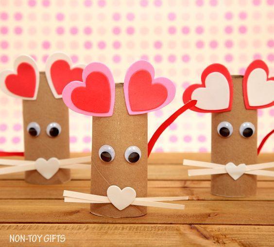 Manualidades con rollos de papel higiénico para San Valentín