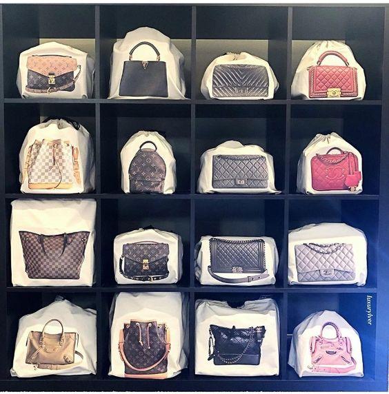 Cómo organizar bolsos en armario