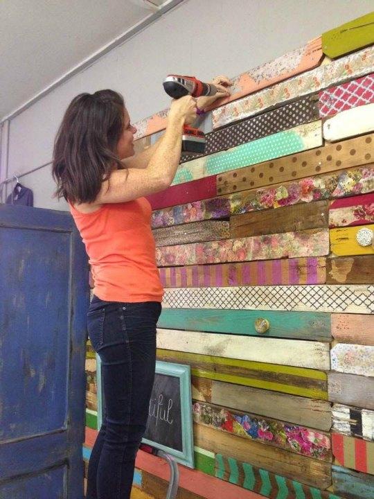 Idea para decorar una pared con madera reciclada - Decorar paredes con madera ...