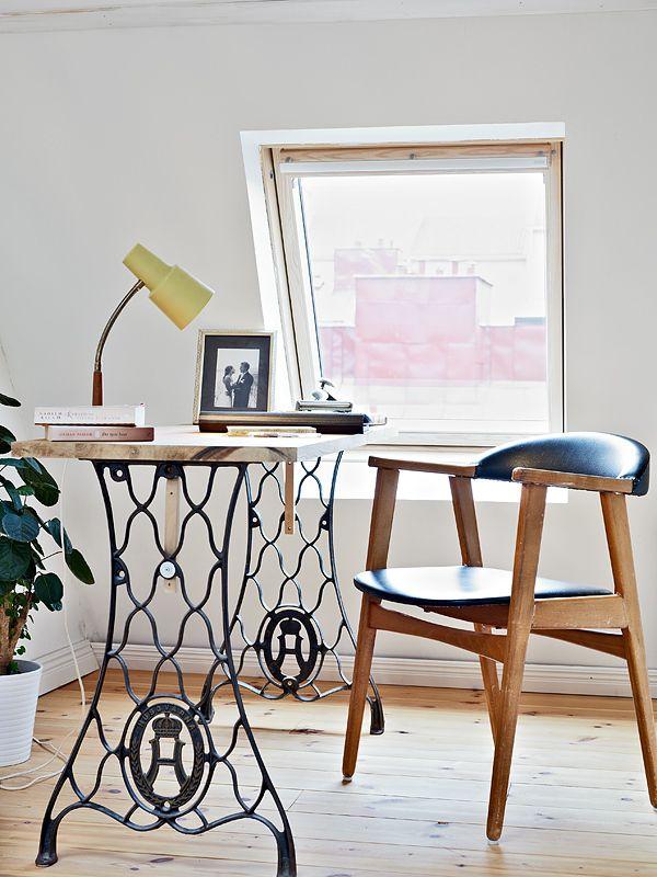 Reciclar el pie de una máquina de coser en el despacho