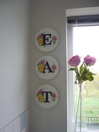 Platos decorados con letras