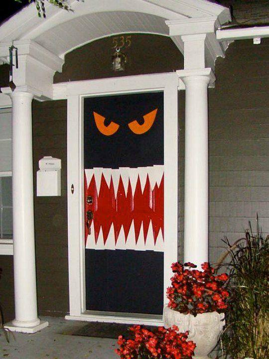 6 ideas para decorar tu puerta en halloween for Decoracion para puertas halloween