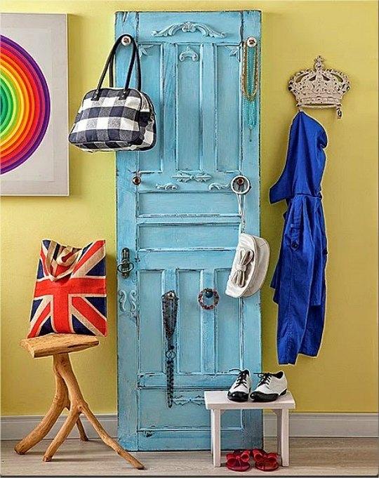Recibidores decorados con puertas recicladas for Como reciclar puertas de madera