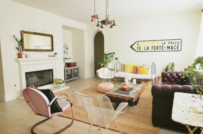 Sal n ecl ctico con detalles s per originales for Cortinas vintage salon
