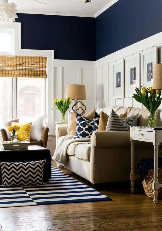 Salón azul y blanco