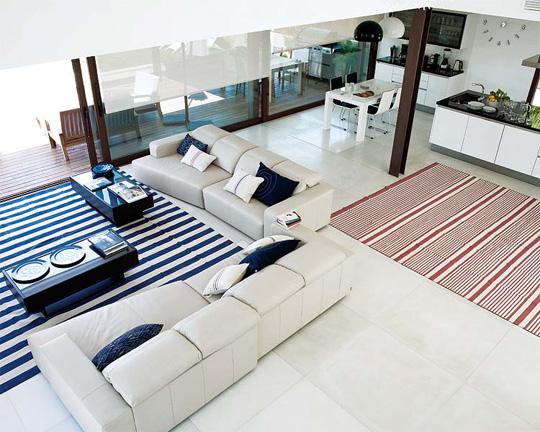 El salón comparte espacio con el comedor y la cocina.