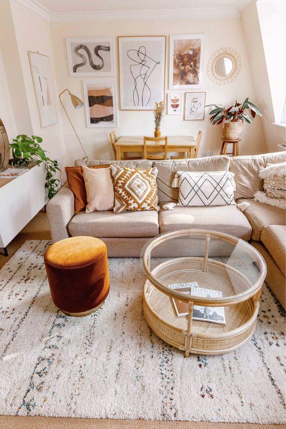Combinar un salón beige con otros tonos