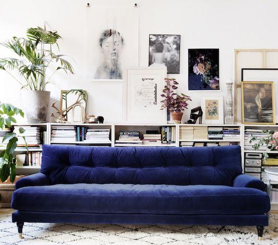 Salones con sof s de terciopelo - Salones con sofa negro ...
