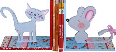 Decorar un sujeta libros para niños
