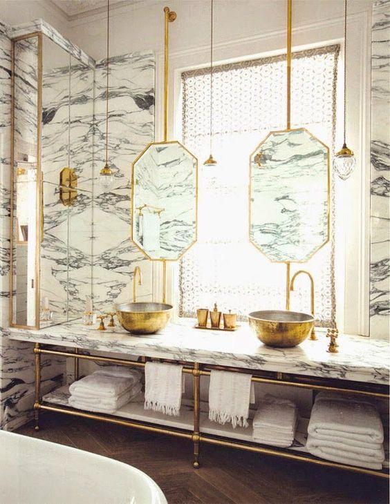 Baños decorados en oro