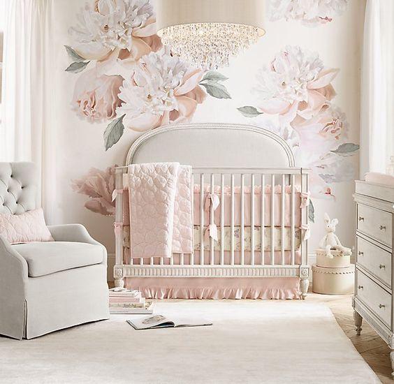 Decoración habitación bebé 2019: flores gigantes